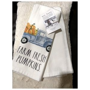 Rae Dunn Set of Two Kitchen Towels